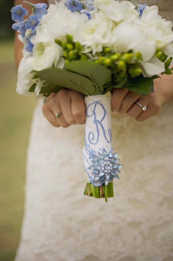 barn+wedding+rustic+horse+cowboy+cowgirl+babys+breath+centerpieces+bouquets+floral+arrangement+blue+baby+powder+burlap+woodland+organic+brown+barnhouse+groom+bridal+lace+bride+something+blue+Melissa+McCrotty+Photography+6 - Baby's Breath in the Barn