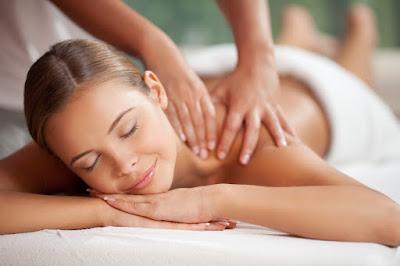 Creme para massagem corporal, especialmente desenvolvido para facilitar a massagem.