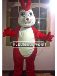 gambar badut maskot pt 2 kelinci pati warna merah