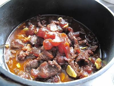 Làm món bắp bò kho gừng sả