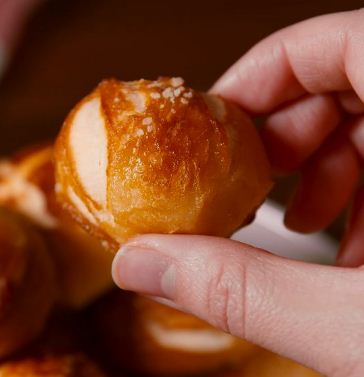 Using canned biscuits to make pretzel bites is the best hack ever