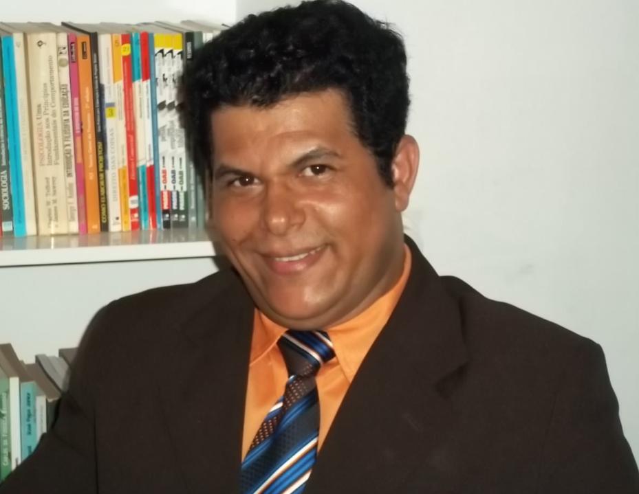 Resultado de imagem para livros do professor valdivino sousa atraem leitores