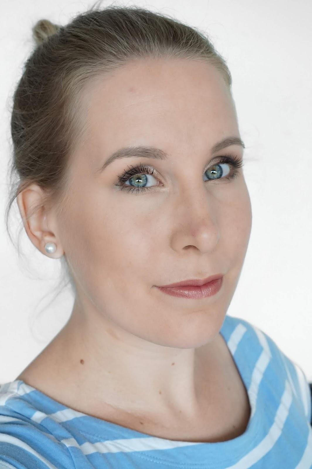 Glo_Skin_Beauty_Full_Face_of_Makeup_Selfie