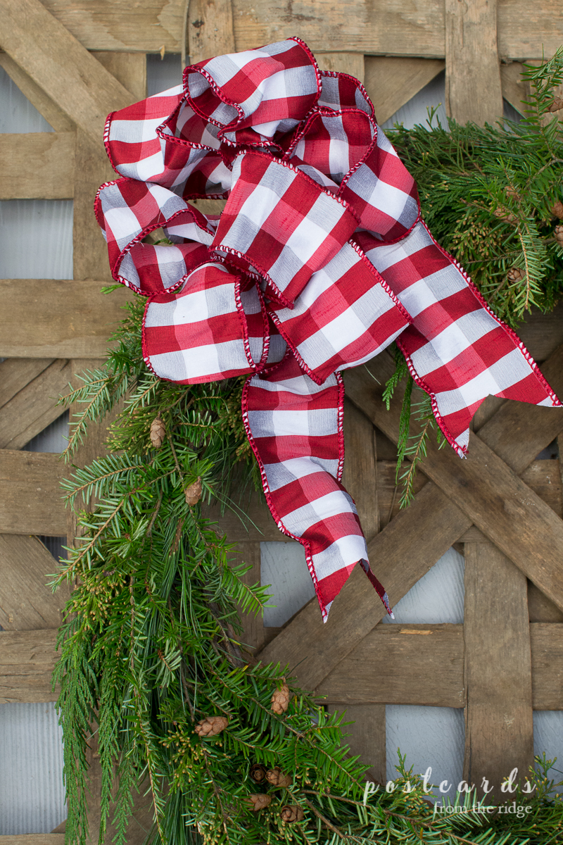 LOVE the tobacco basket with the Christmas wreath! Lots of other great ideas on this site.