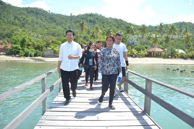 Menteri Kelautan dan Perikanan, Susi Pudjiastuti : Sayang Kalau Pantai Seindah ini Tidak ada Penghuninya