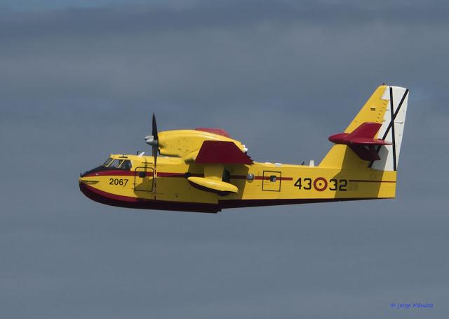 Bombardier cl-415 volando contraincendios Asturias