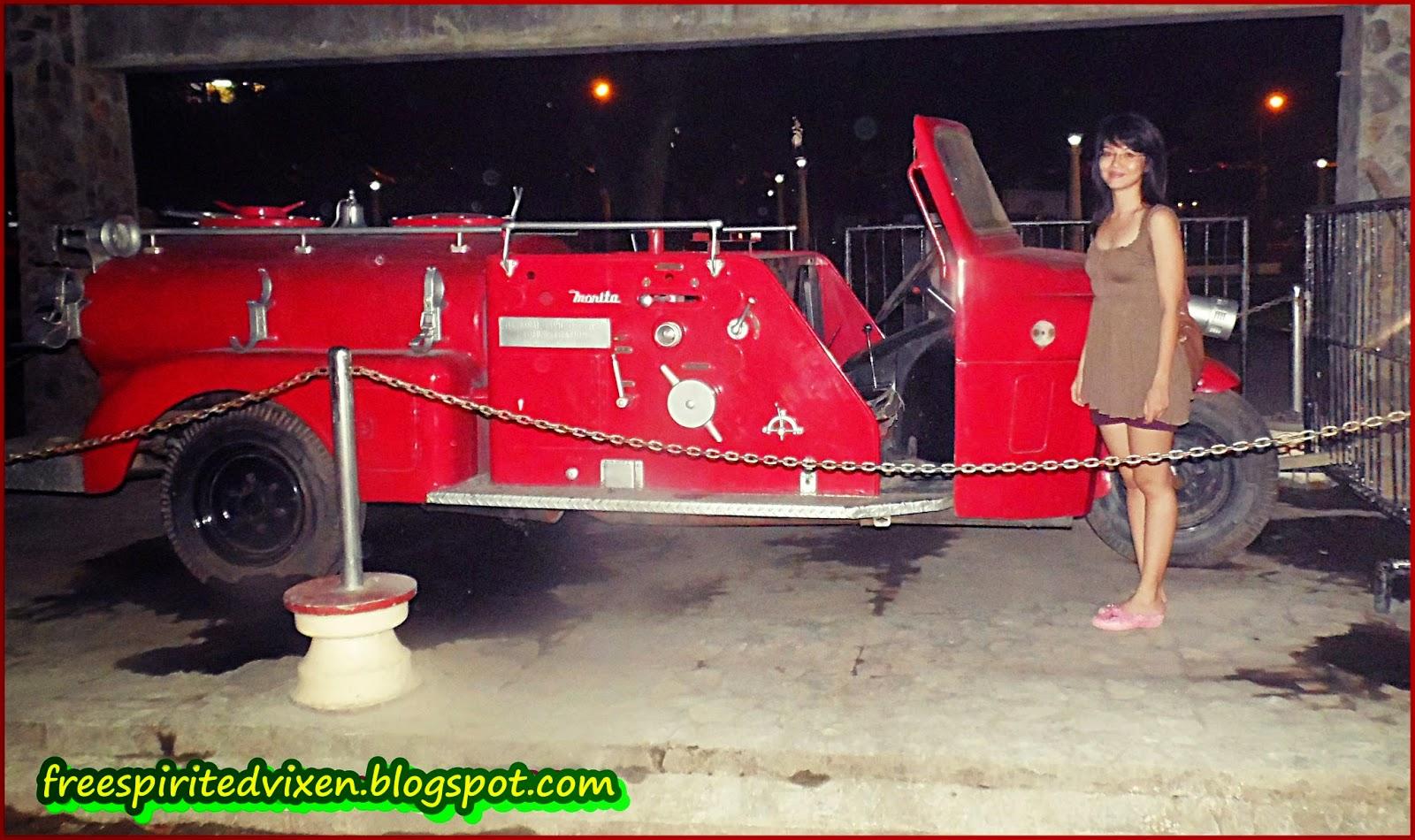 Vintage fire truck, Quezon Park, Dumaguete