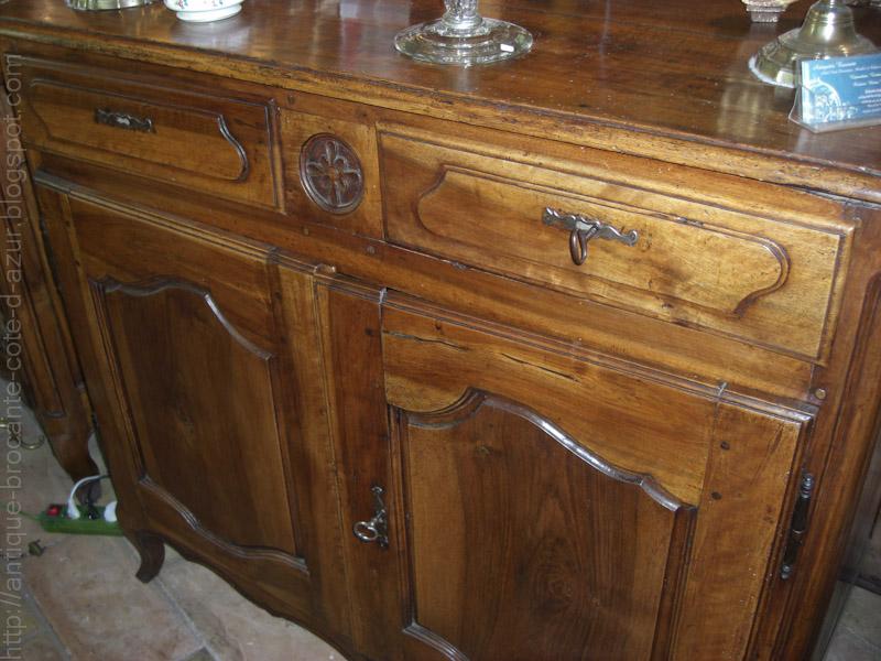 antiquit s brocante c te d 39 azur bahut en noyer a vendre. Black Bedroom Furniture Sets. Home Design Ideas