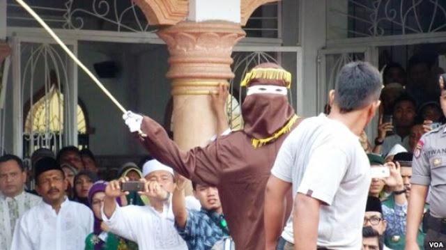 Pelaksanaan Hukuman Cambuk di Aceh Tamiang Ricuh