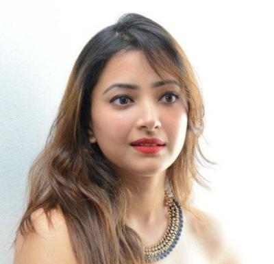 Biodata Shweta Basu Prasad Terlengkap, Suami, Foto, Hobi, Fakta dan Masih Banyak Lagi