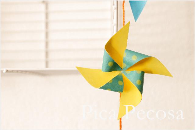 guirnalda-hecha-con-molinillos-de-papel-diy