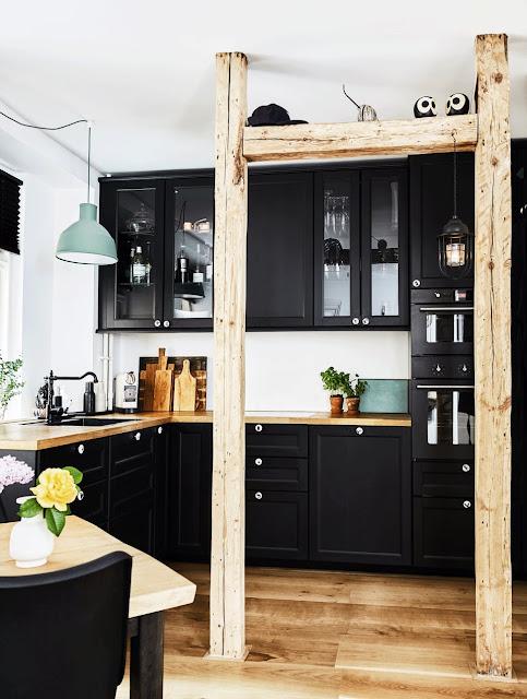 Copenhague cuisine noire avec de jolies poutres atelier rue verte le blog bloglovin - Cuisine copenhague ...