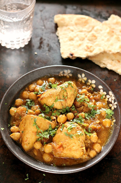 Murgh Cholay (Chicken and Chickpea Curry)