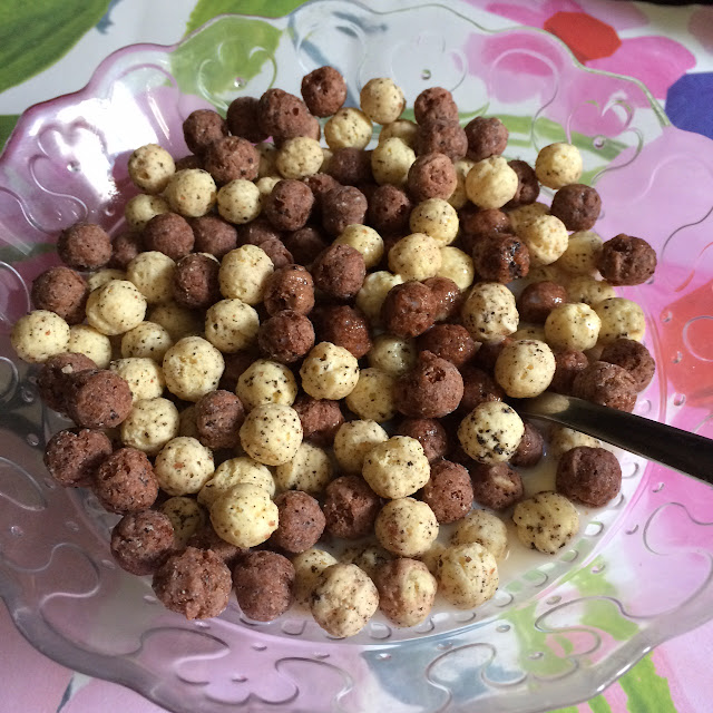 Hersheys Cookies n Creme cereal, morning pops