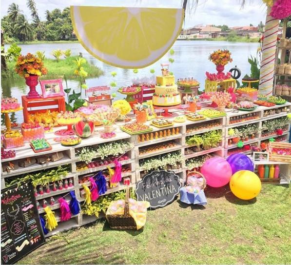 101 fiestas los palets de madera como candy bar for Caja de colores jardin infantil