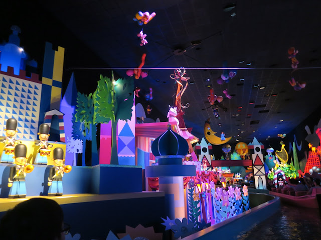 hong kong disneyland ; small small world ride