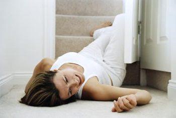 Người bị rối loạn tiền đình dễ bị té ngã do mất thăng bằng