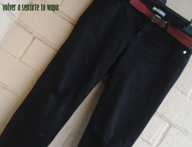 Compra de Pantalones Negros Rotos en las Rebajas de Stradivarius