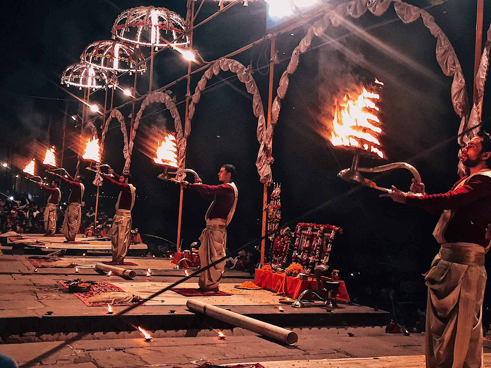 ganga arti,varanasi travel guide, vranasai information, tips on varanasi, travel varanasi, spiritual capital of india, city of temples, indian travel blogger, uk blog, benares travel