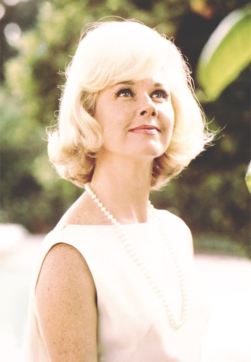 Doris Day Walking Dog Pictures: Angelman's Place: The Indomitable Doris Day