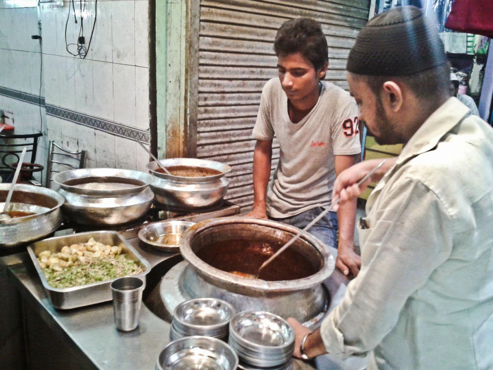 Foodaholix Bilal Nihari Jama Masjid