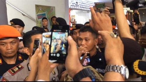 Oknum Petugas Stasiun Gambir Minta Paksa Copot Bendera Tauhid Mengundang Kemarahan Umat Islam