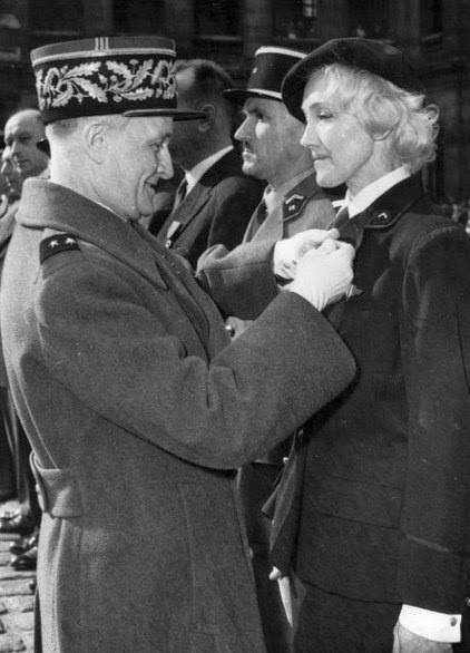 Lydia receiving Légion d'Honneur, 1960