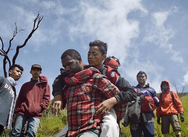 Pria Dari Papua Ini Diburu Ribuan Netizen.. Ada Apa ya?