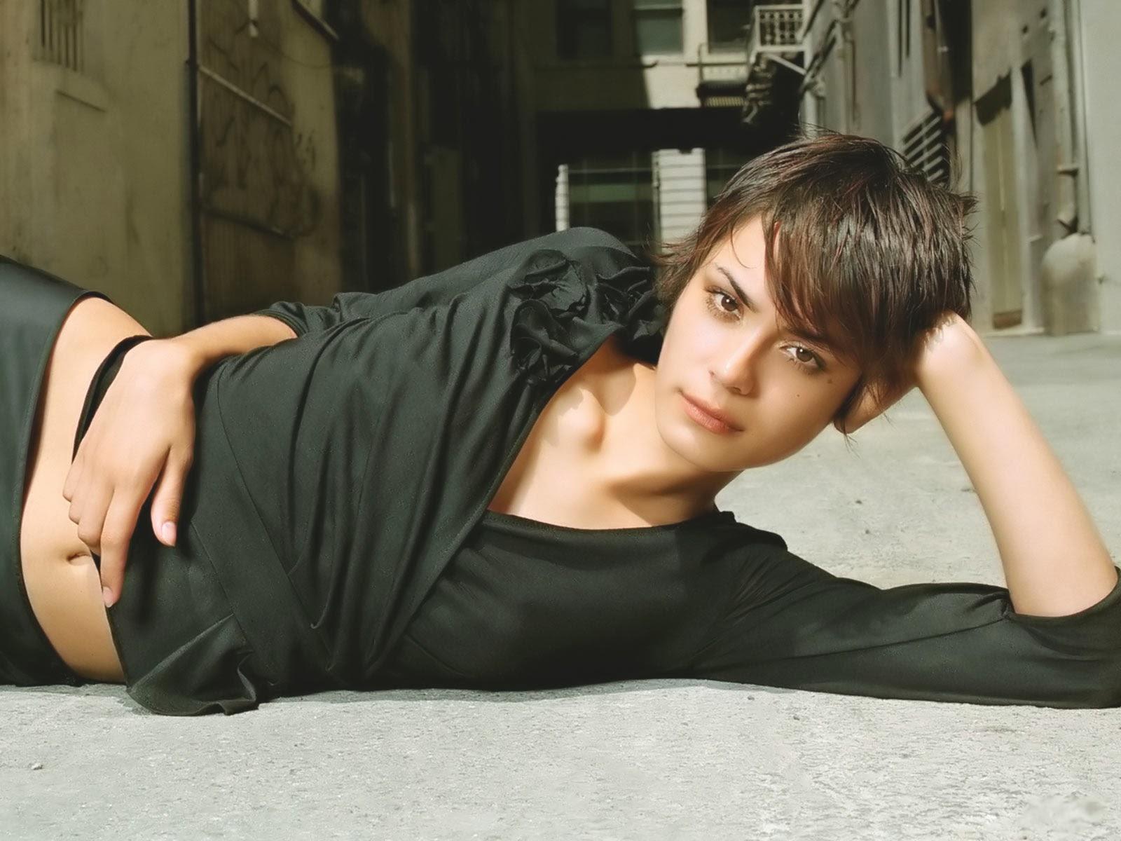 Lina Esco hot