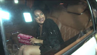 Sonakshi Sinha Oops Moment  Caught In Car At Fardeen Khan Party 4.jpg