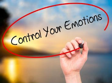 كيف تسيطر على عواطفك
