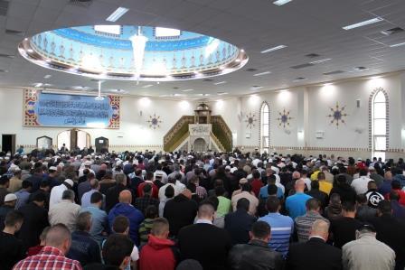 Shalat berjamaan di Masjid