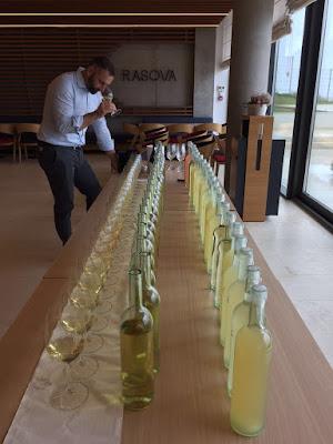 taglio vino enologo