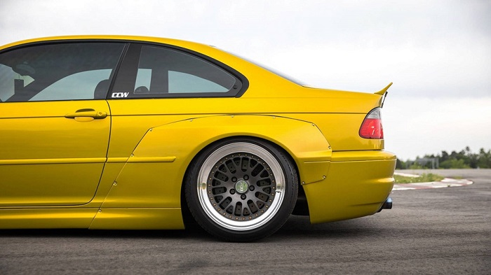 bmw-m3-e46-lot-xac-voi-goi-do-widebody-rocketbunny