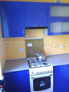 прямая кухня в синем цвете