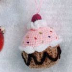 http://www.crochetkingdom.com/ice-cream-and-lolliposo-crochet-ornaments/