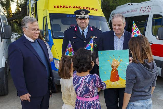Η Αστυνομία παρέδωσε στο «Χαμόγελο του Παιδιού» είδη που συγκεντρώθηκαν στον εορτασμό της «Ημέρας της Αστυνομίας»