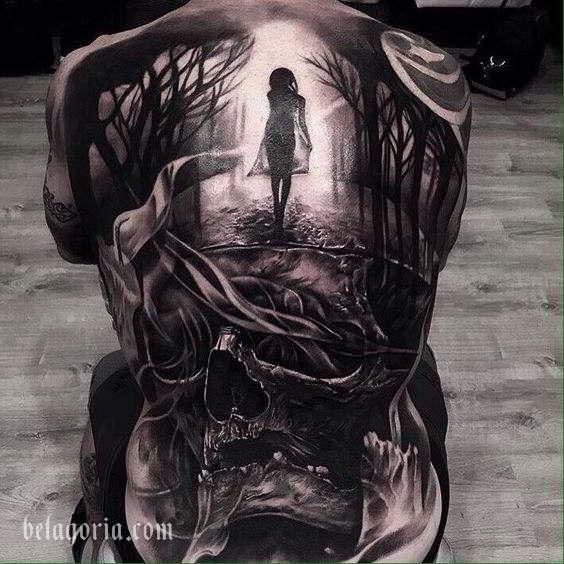 Espectacular tatuaje a espalda entera