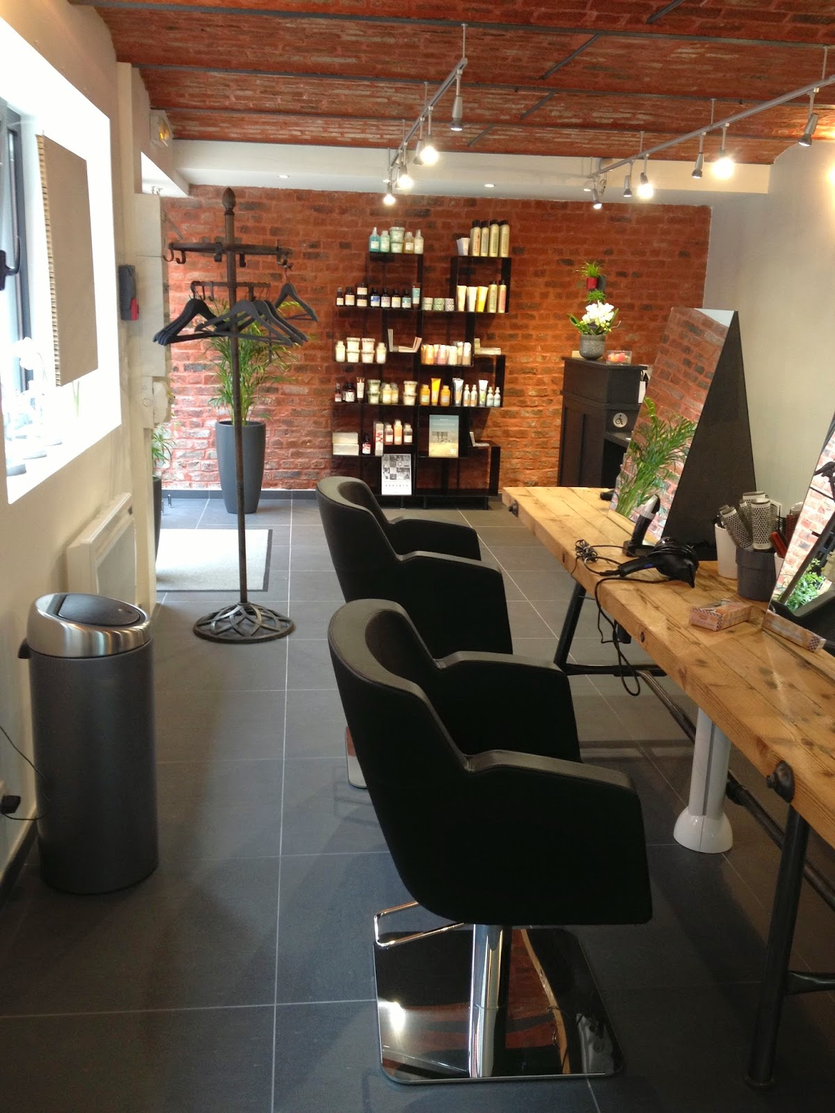 mobilier salon de coiffure occasion. Black Bedroom Furniture Sets. Home Design Ideas