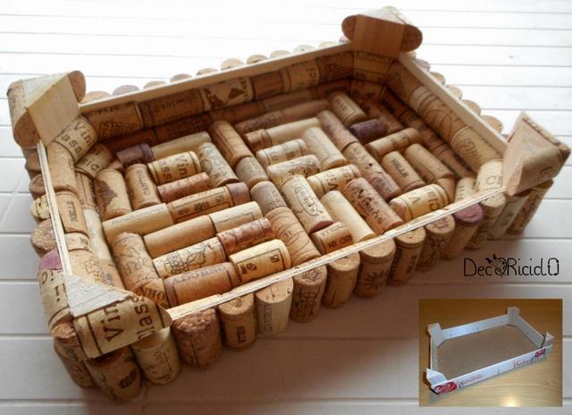 Decoriciclo da cassetta di legno a vassoio con tappi di for Bancone in legno fai da te