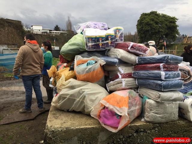 Apoderados se organizan y van en ayuda de 45 familias
