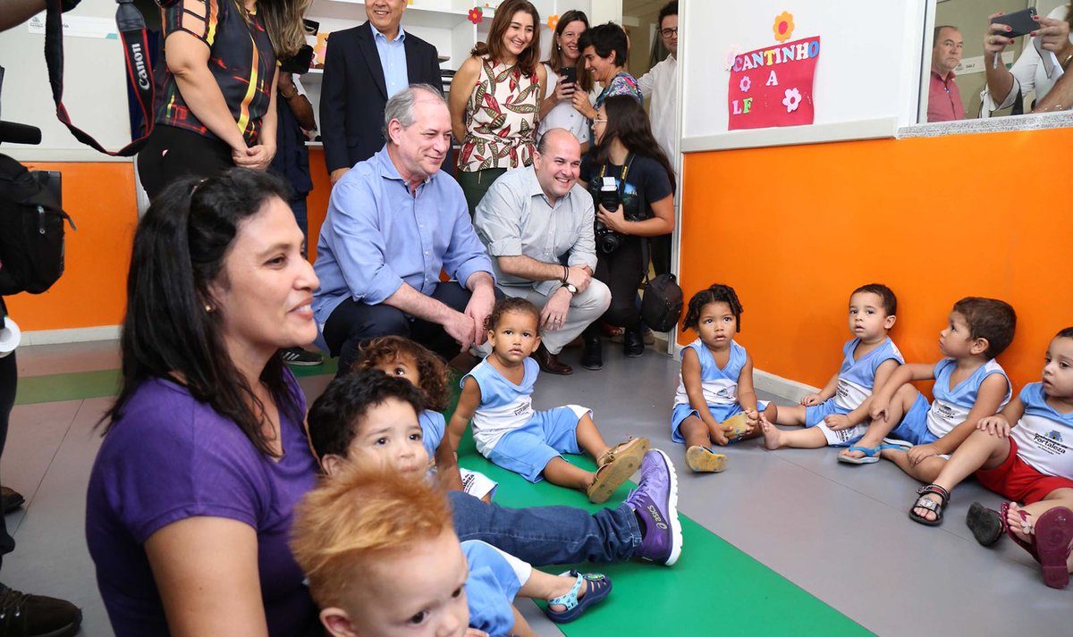 533c549c853fb Ciro Gomes visita creche em Fortaleza