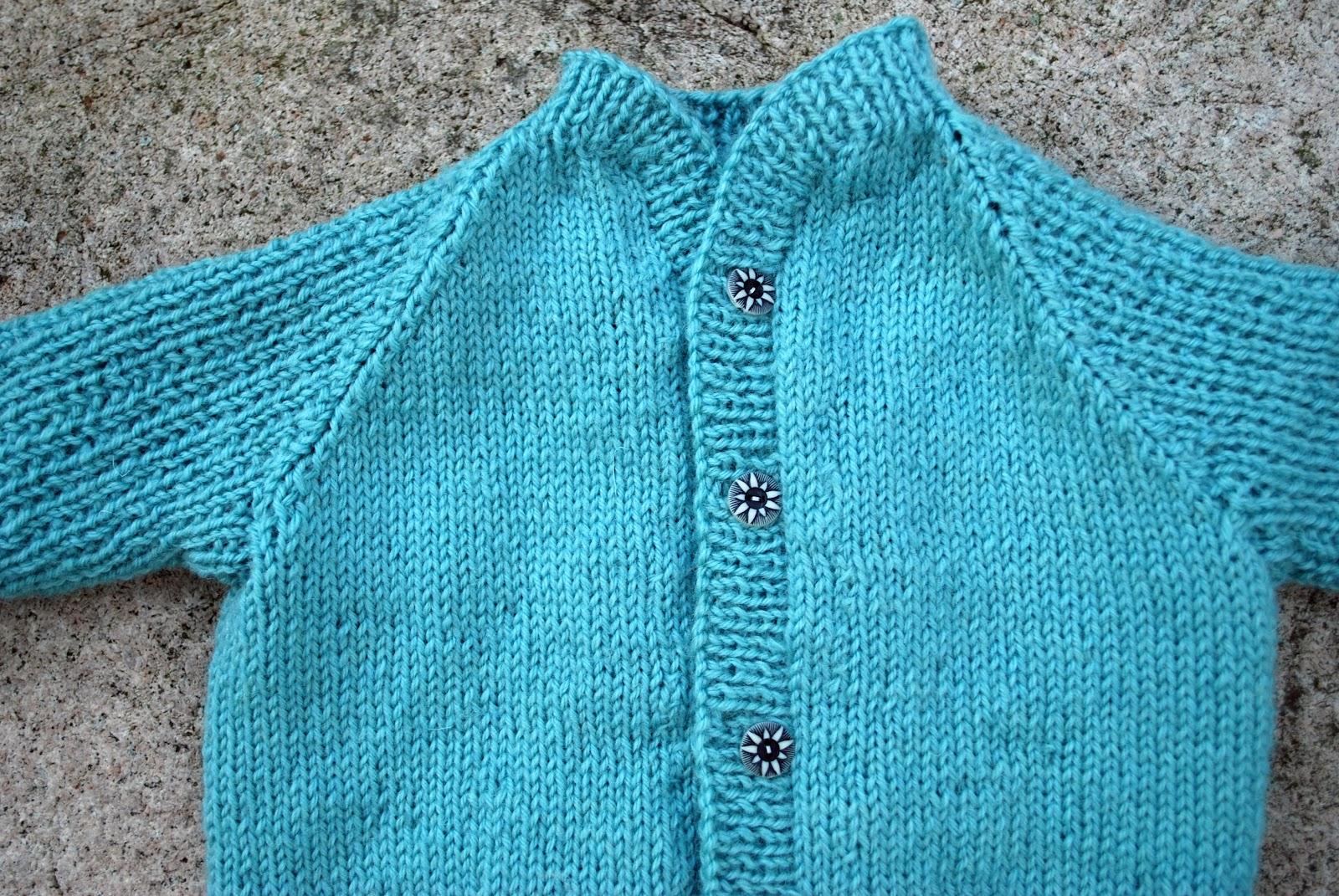 0555e2fc Jeg har tidligere strikket en genser av samme, har enda en klar til  blogging og tenker etterhvert å få renskrevet mønsteret.