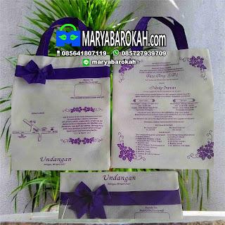 undangan unik bentuk tas putih ungu