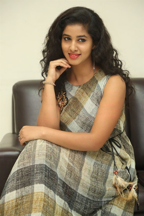 lovers club heroine pavani interview pos 11