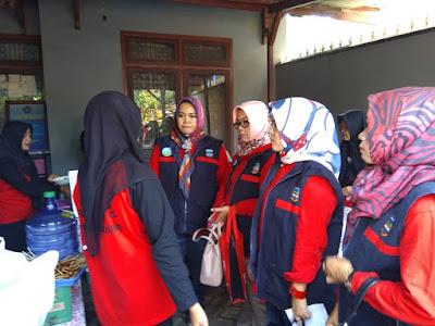 Kontrol POSYANDU di Desa Pananjung Ibu Bupati Bawa Rombongannya