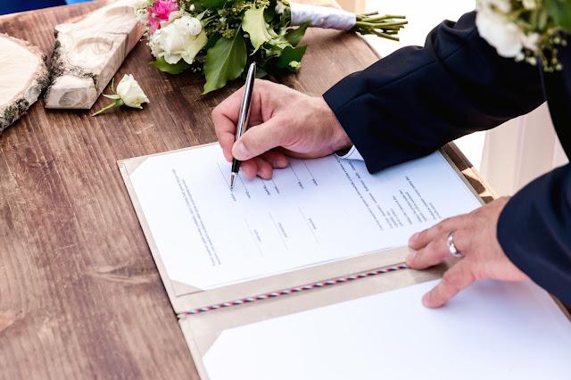zmiana%2Bnazwiska%2Bna%2Bm%25C4%2599%25C5%25BCa - Czy warto zmieniać nazwisko po ślubie?