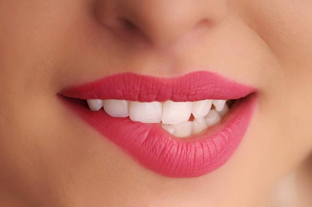 cách giữ son môi lâu bị phai màu