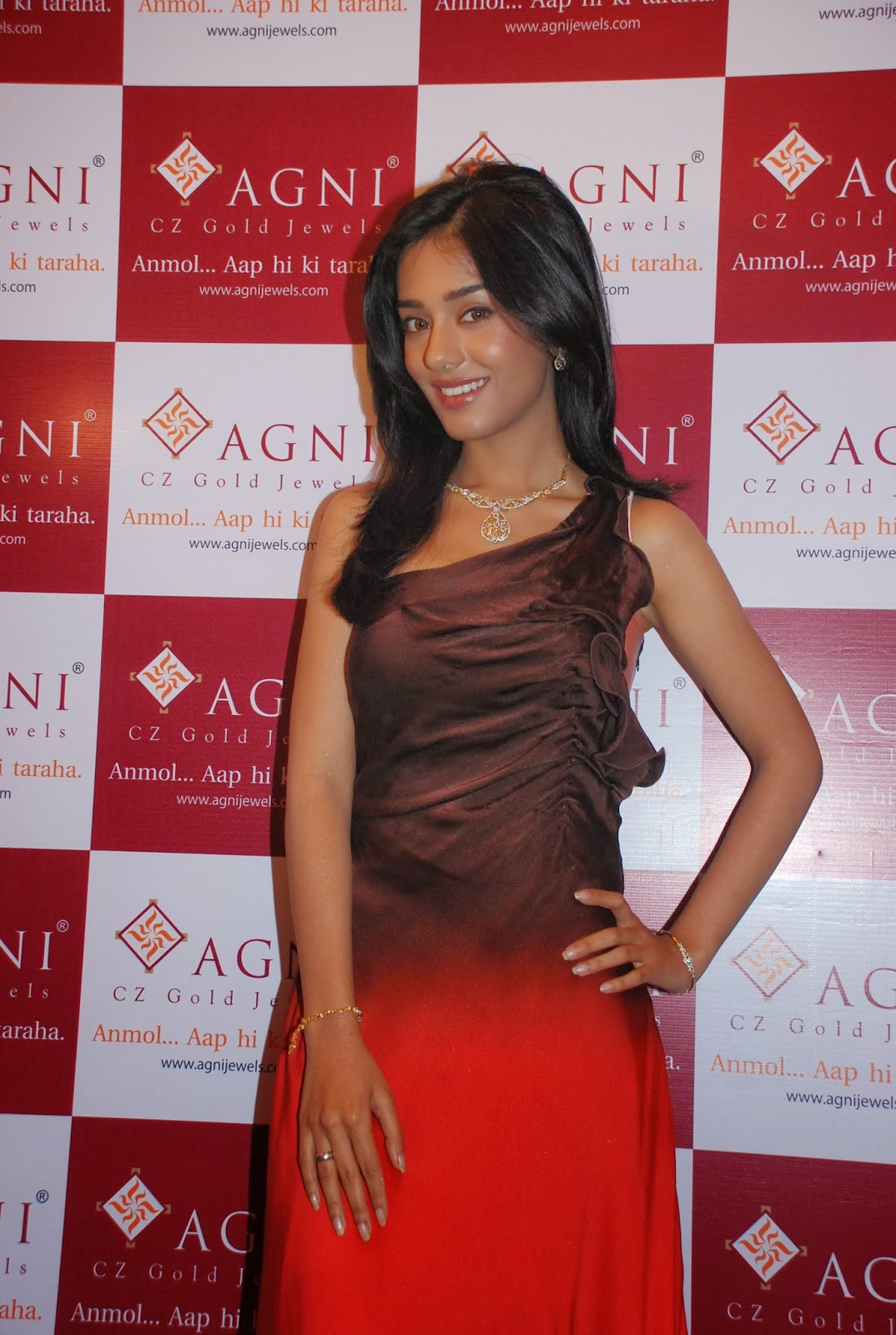 Amrita Rao Hot Stills High Resolution Pictures