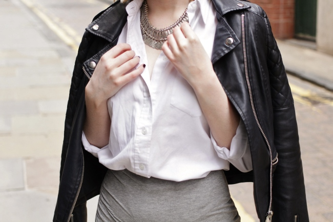 OOTD, Fashion, Blogger, Fblogger, Bblogger, blogspot, lookbook, outfit, outfit, spring, summer, skirt, necklace, leather, jacket, white, shirt, topshop, h&m, office shoes